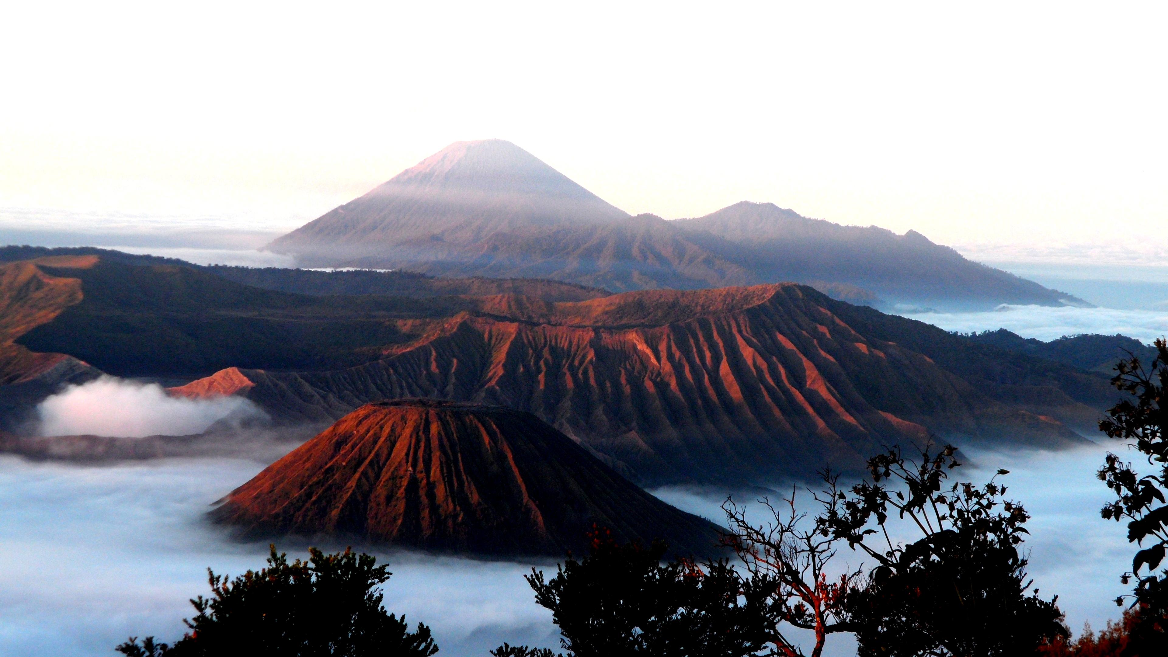 Batok   bromo   semeru volcano